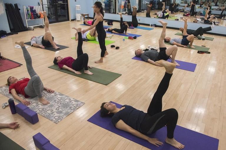 Clase de yoga Iyengar | ©Airman 1ª Clase Valentina López / Base Conjunta Andrews